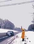 Проверка наличия напряжения на проводах воздушных линий 10 кВ в пролете пересечения ее с шоссейной дорогой бесконтактной частью указателя УВНК-10Б