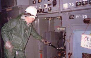 Проверка отсутствия напряжения на изолированных жилах кабеля отходящей линии 6 кВ с помощью указателя УВНК-10Б